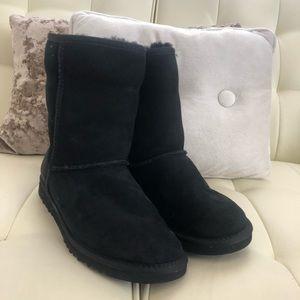 Black Ugg's size 6